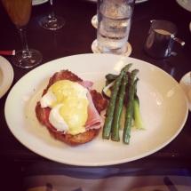 Le Select Bistro - Eggs Benedict