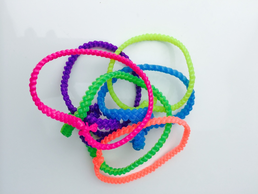 Gimp Bracelet - Make Your Own Phone Holder Using a Gimp or Rainbow Loom Bracelet
